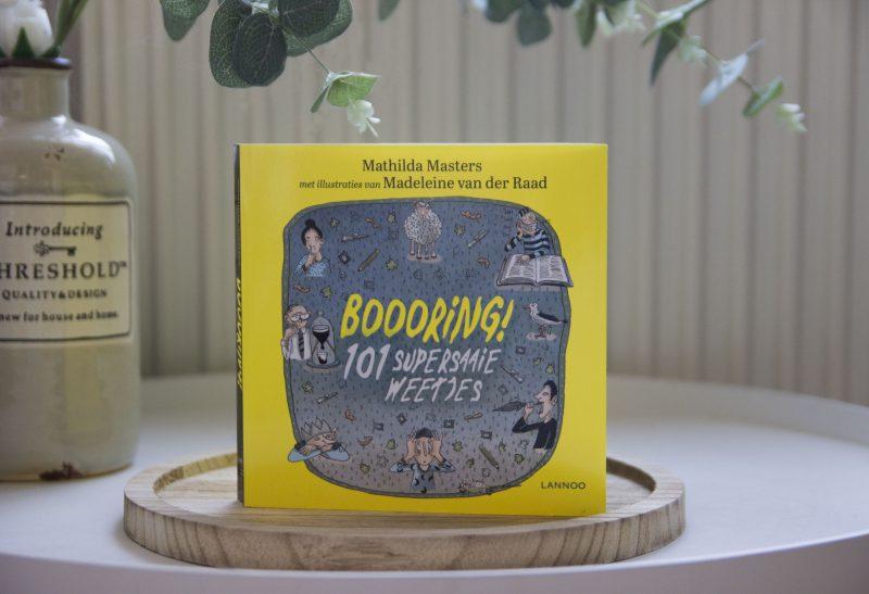 Boeken   Recensie: Boooring! 101 supersaaie weetjes  – Mathilda Masters
