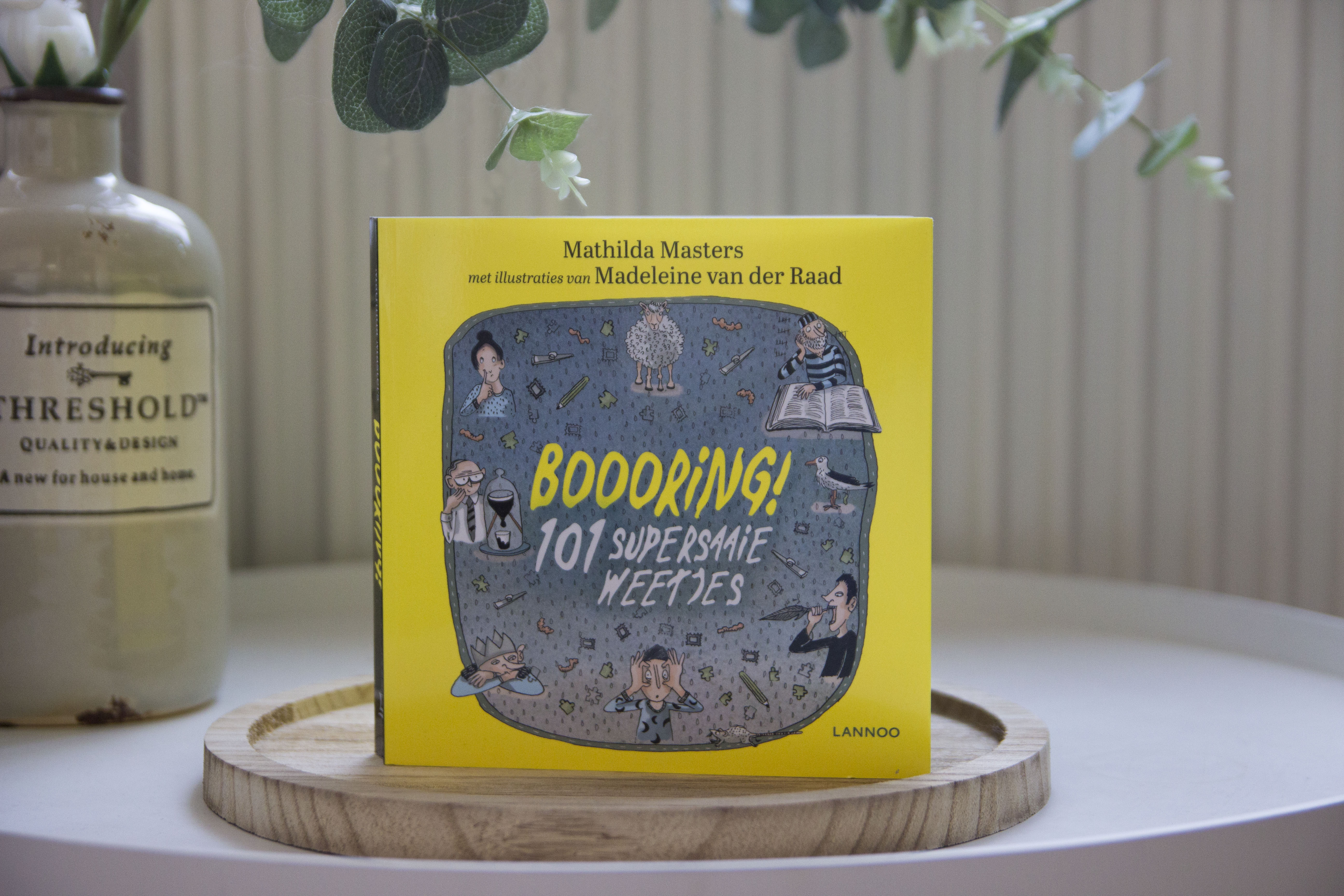 Recensie, Boooring! 101 supersaaie weetjes, Mathilda Masters