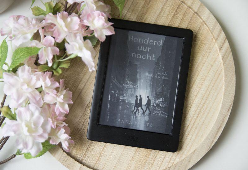 Boeken   Recensie: Honderd uur nacht – Anna Wolt